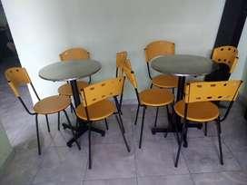 Se vende 5 mesas con 20 sillas bueno y barato