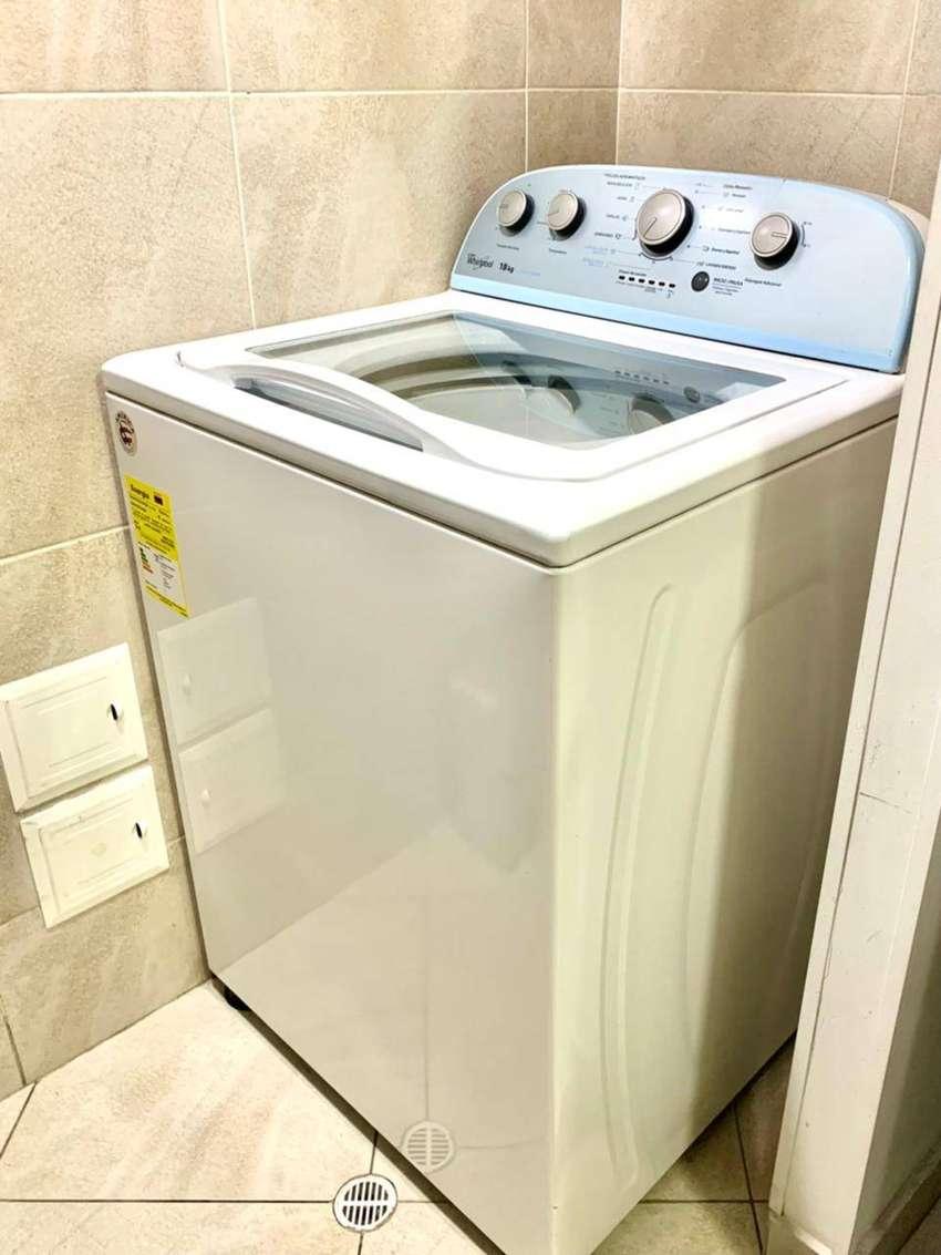 Lavadora automática Whirlpool, modelo: 7MWTW1805EM; 2.5 años de antigüedad (excelente cuidado), Tipo: Aspas.