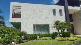Cumbaya. Casa Moderna de Venta 0 Alquiler en Urb. Exclusiva