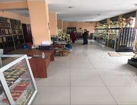 La Gatazo, Local, 310 m2, 1 ambiente, 2 baños, 7 parqueaderos