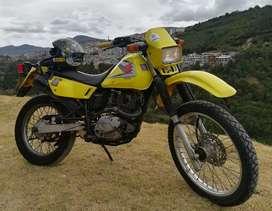 Moto Enduro Suzuki Matriculada, perfecto estado fisico, mantenimientos al día.