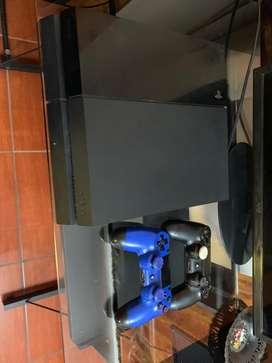 Play station 4 (2 mandos)(5 juegos)