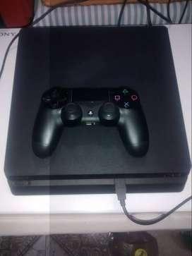 PS4 Slim 500 GB con 3 joystick originales y 6 juegos