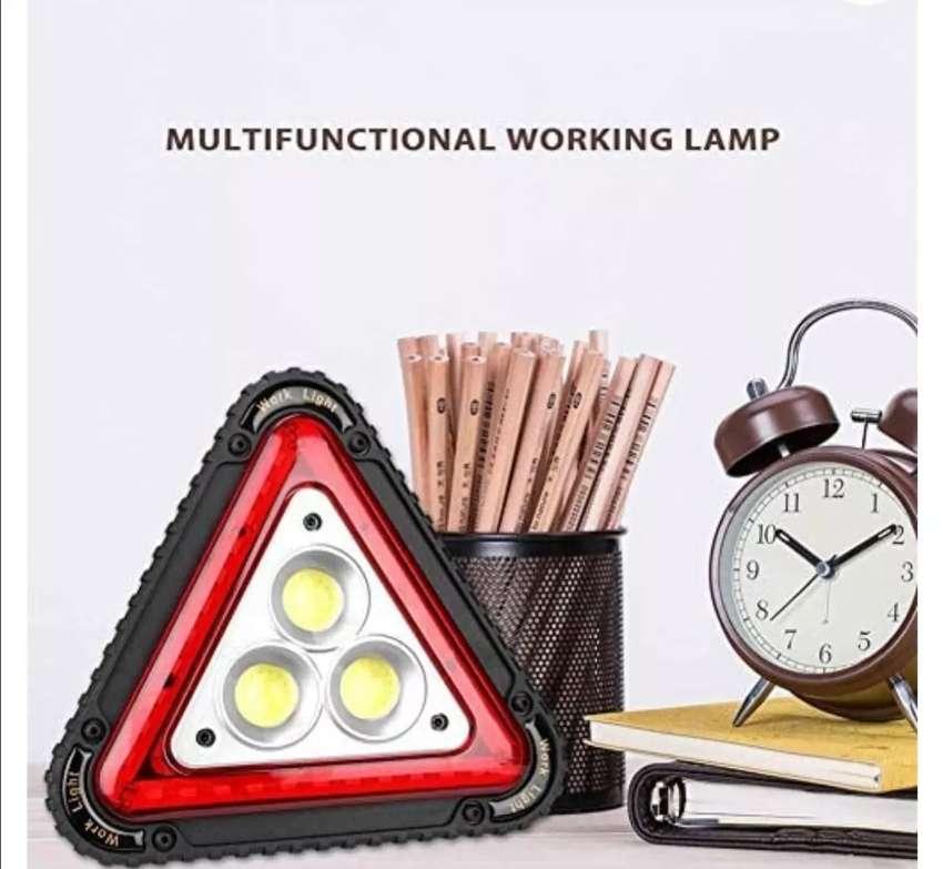LAMPARA LED RECARGABLE MULTIFUNCIONAL TRIANGULAR