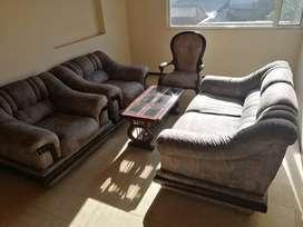 Sala completa con 3 muebles, 1 silla isabelina y mesa de centro
