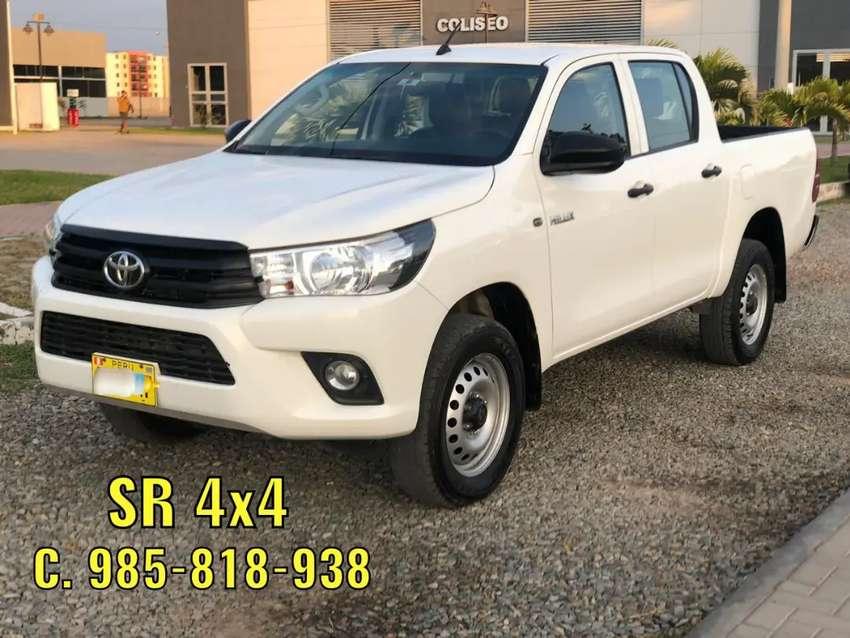 Toyota Hilux 2018 Tailandesa SR Mecánica 4x4 Petrolera impecable