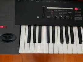 Sintetizador korg TR 76