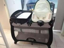 Se vende corral para bebe marca graco. Incluye colchón casi nuevo