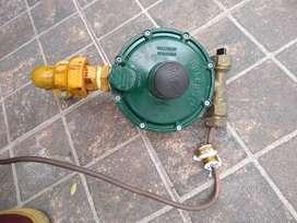 Regulador de gas doble p/tubo 45
