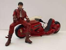 (Akira) Kaneda con su moto