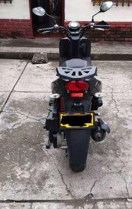 SE VENDE MOTO AKT 125SC NEGRA MODELO 2017