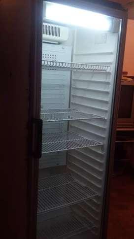 Vendo exhibidora vertical y todo para equipar un kiosco o almacen