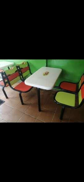 Mesas con sillas caja registradora