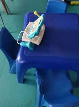 Mesa infantil + 4 sillas