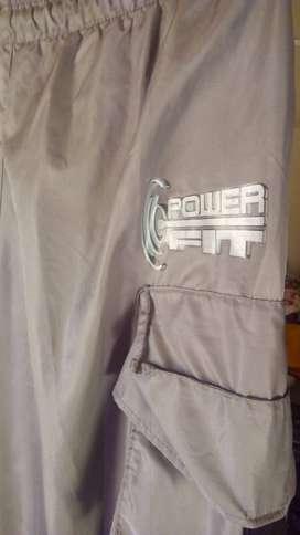 Pantalón Power Fit con Porta micrófono atrás y bolsillos a los costados, para dar clases de gimnasia o Zumba.