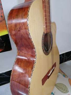 Guitarra clásica nueva de fabricación artesanal por luthier  madera granadillo acustica española