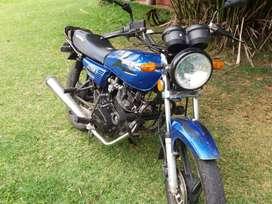 VENDO MOTO AKT 125 / MODELO 2008 REFULL