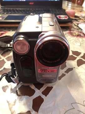 Negociable Es una videocamara antigua pero en buen estado no le hemos usado y esta funcionando