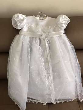 Vestido para Bautizo Unisex sin Estrenar de Lujo Bordado a Mano Edad 1 Año con Accesorio para la Cabeza