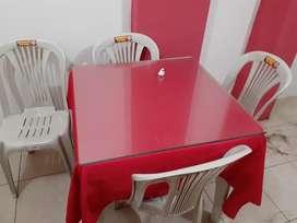 4 Mesas con Silla Y Vidrio