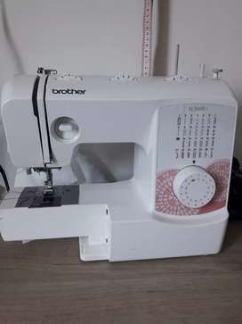 Vendo maquina de coser brother