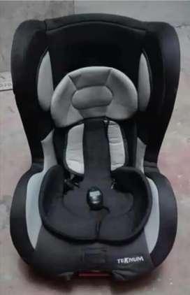 Se venden artículos para niño, silla para carro y coche