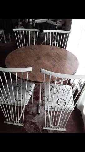 Vendo mesa redonda con sillas