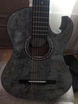 Guitarra acústica con forro y correa