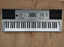 Piano Yamaha psre 353