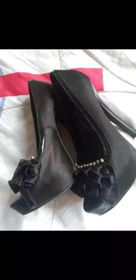 Vendo zapatos de tacón # 35 negros