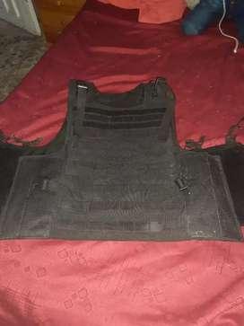 Vendo chaleco táctico no camuflado color negro