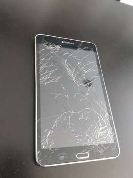 Remato! Tableta Samsung con pantalla a cambiar. Funciona perfecto.