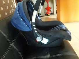 Mesa de comer  bebe y porta bebé