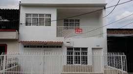 Venta casa de dos plantas barrio 7 de agosto Cali, cerca a la estación del Mio, excelentes vías de acceso, negociable.