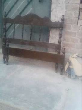 Cama plaza y media de cedro