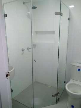 mantenimiento general a ventanas y cabinas para baño
