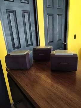 Tres parlantes Panasonic para teatro en casa o equipo de sonido