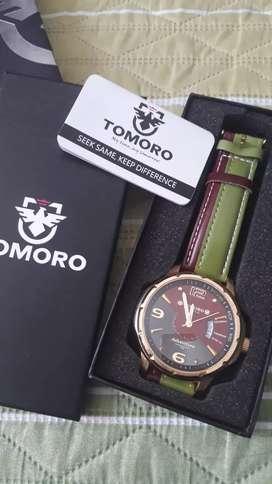 Reloj Tomoro- con caja, como nuevo.