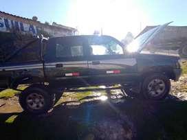 Vendo camioneta Hilux 4x4 color verde en buen estado del año 1999 su venta es por motivo personal