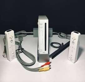 Nintendo Wii + 4 Controles + 5 Juegos Digitales