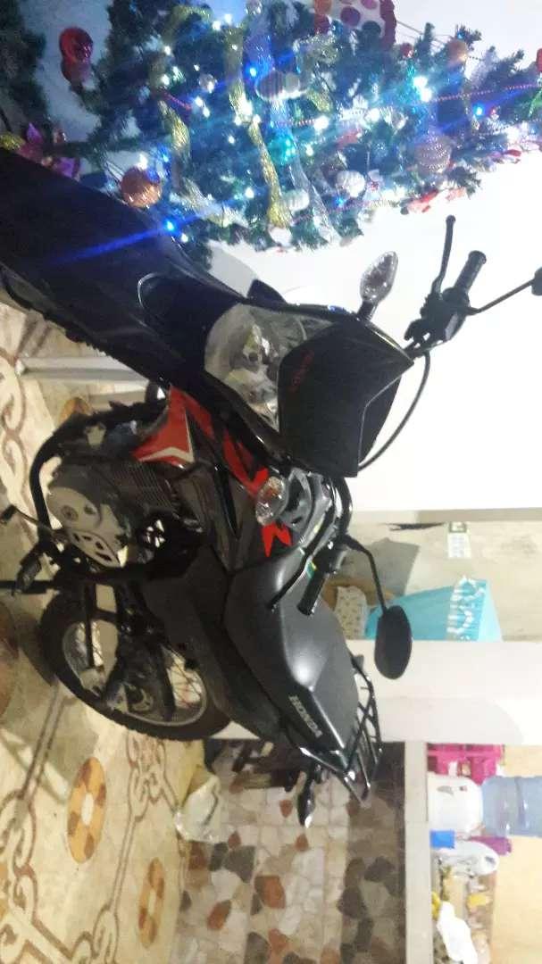 Vendo moto x motivo de viaje papeles al dia 0 choques lista para cualquier revición