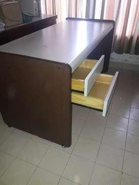 Vendo escritorio muy buen estado