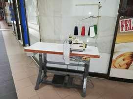 Maquina fileteadora Yamata  de 5 hilos con puntada de seguridad en buen estado