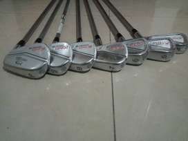 PALOS DE GOLF. SET DE HIERROS KING COBRA FORGED CB/MB. 4-PW