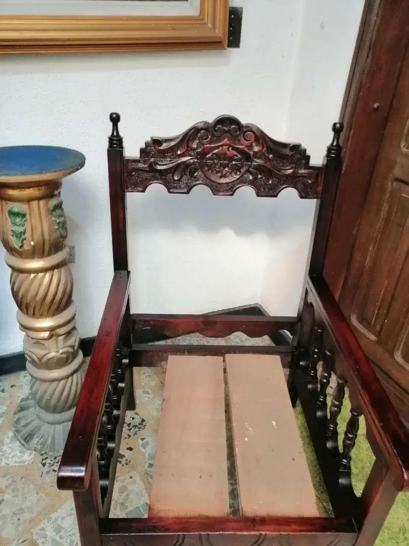 Silla antigua en madera