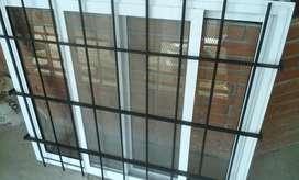 ventana de aluminio con vidrio de 4mm reja y mosQUITEROS