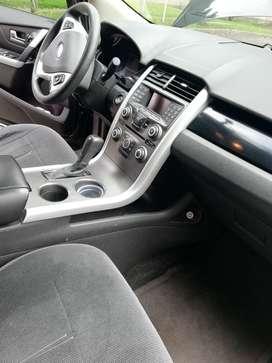 Camioneta Ford Edge SE negra automática