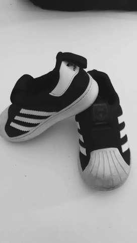 Vendo calzado infantil  niño/a d marca :NEW BALANCE,NIKE, BLACK AND BLUE ,ADIDAS,HUSH  PUPPIES ,CONIGLIO, CROSSetc...
