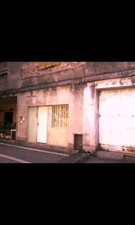 Vendo propiedad  (10x22) con local comercial. Calle La Plata al 600