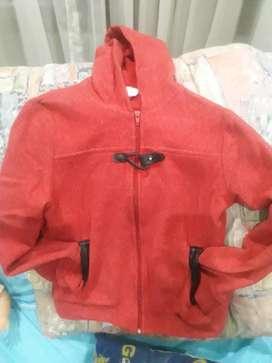 Campera Roja Talle 12 con Capucha de Polar